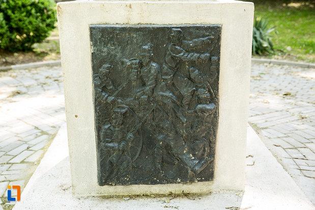 basorelief-sculptat-pe-monumentul-fetitei-erou-marita-din-calafat-judetul-dolj.jpg