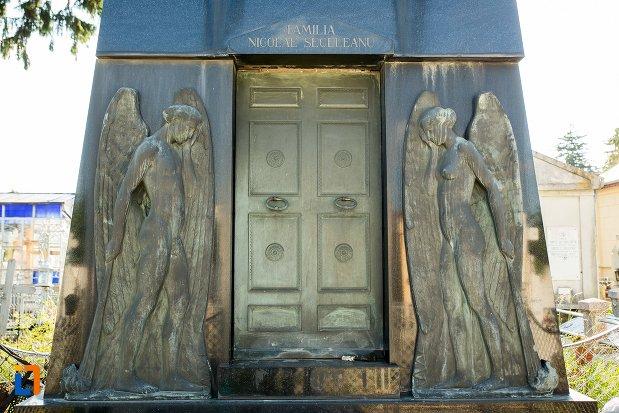 basoreliefuri-monumentul-funerar-al-lui-nicolae-seceleanu-din-buzau-judetul-buzau.jpg