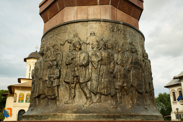 basorelirf-de-pe-obeliscul-unirii-din-focsani-judetul-vrancea.jpg