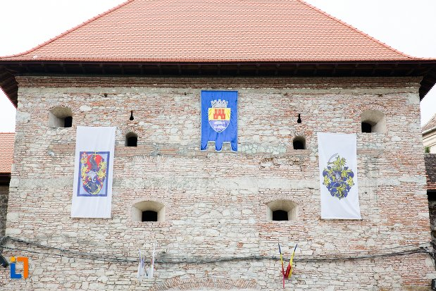 bastion-cu-locuri-de-tragere-de-la-cetatea-fagaras-judetul-brasov.jpg