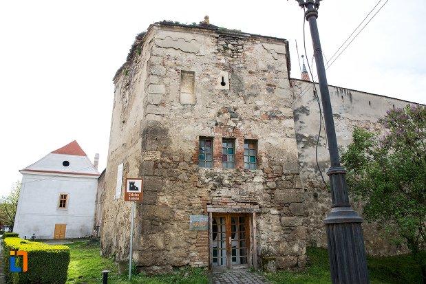 bastion-de-intrare-in-cetatea-aiudului-judetul-alba.jpg