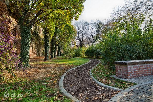 bastion-parcul-dendrologic-din-oradea-judetul-bihor.jpg