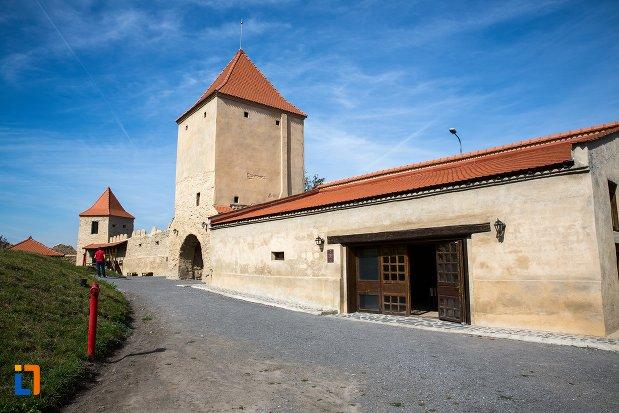 bastion-si-zid-de-la-cetatea-rupea-judetul-brasov.jpg