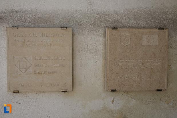 bastionul-maria-therezia-din-timisoara-judetul-timis-doua-placute-informative.jpg