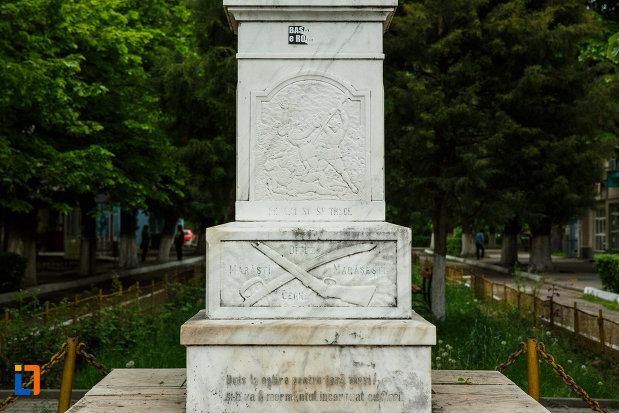 baza-de-la-monumentul-eroilor-din-balcesti-judetul-valcea.jpg