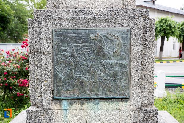 baza-de-la-monumentul-eroilor-din-primul-razboi-mondial-din-moreni-judetul-dambovita.jpg