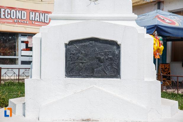 baza-de-la-monumentul-eroilor-din-slanic-judetul-prahova.jpg