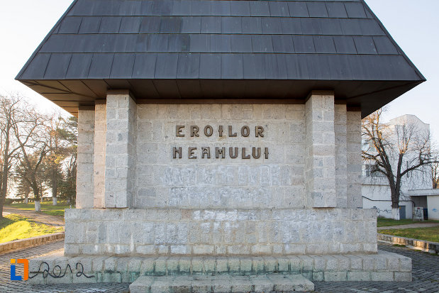 baza-de-la-monumentul-eroilor-neamului-din-cluj-napoca-judetul-cluj.jpg