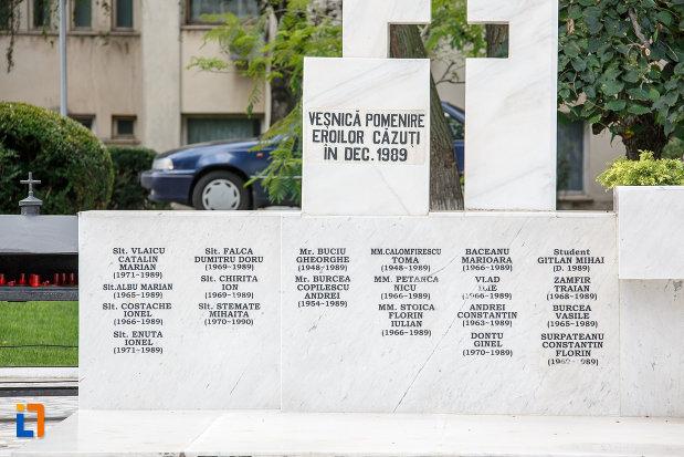 baza-de-la-monumentul-eroilor-revolutiei-din-dec-1989-din-alexandria-judetul-teleorman.jpg