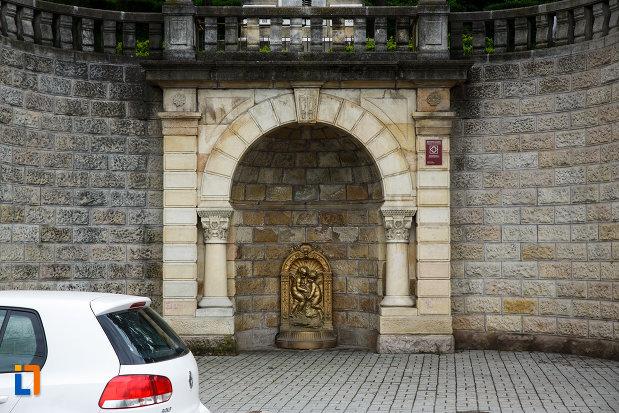 baza-de-la-monumentul-independentei-din-ramnicu-valcea-judetul-valcea.jpg