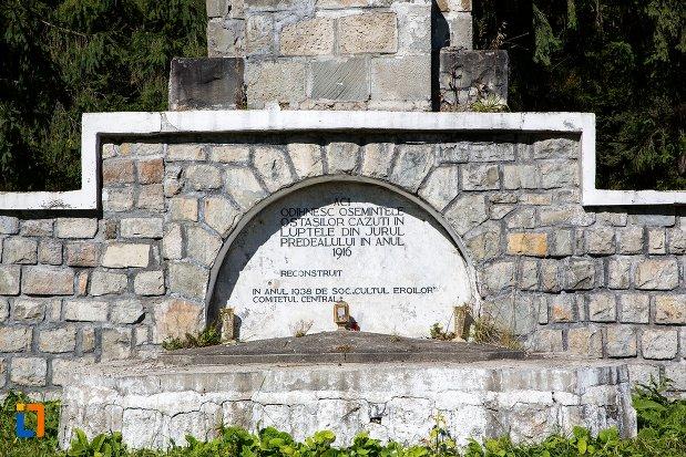 baza-de-la-monumentul-si-cimitirul-eroilor-din-primul-razboi-mondial-din-predeal-judetul-brasov.jpg