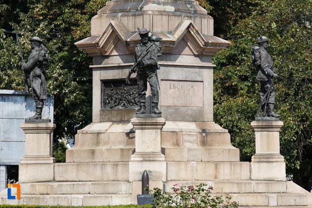 baza-de-la-monumentul-vanatorilor-din-razboiul-de-independenta-din-ploiesti-judetul-prahova.jpg