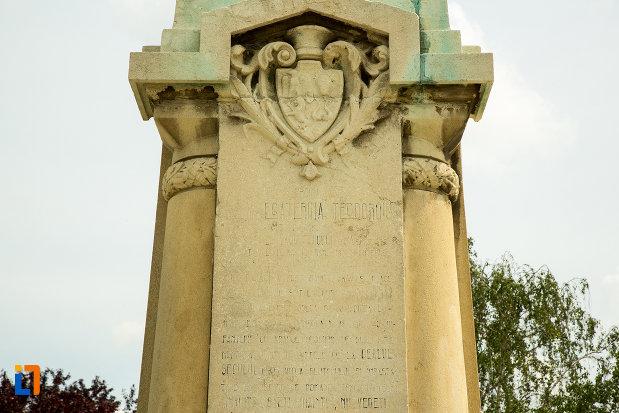 baza-de-la-statuia-ecaterina-teodoroiu-din-slatina-judetul-olt.jpg