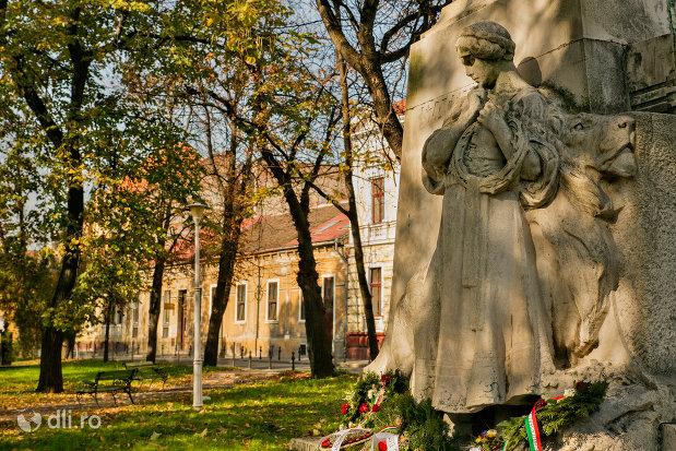 baza-de-la-statuia-lui-szacsvay-imre-din-oradea-judetul-bihor.jpg