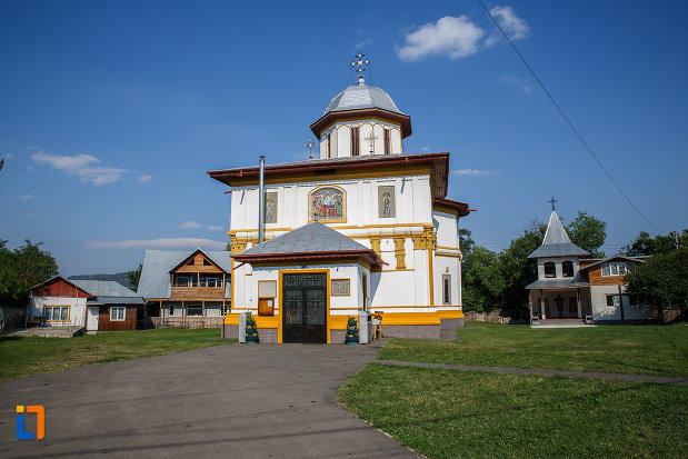 biserica-adormirea-maicii-domnului-a-fostei-manastiri-valeni-1680-din-valenii-de-munte-judetul-prahova.jpg