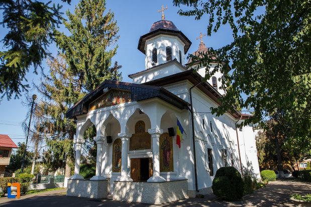 biserica-adormirea-maicii-domnului-de-la-han-1828-din-campina-judetul-prahova.jpg