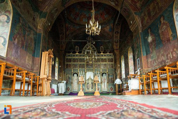 biserica-adormirea-maicii-domnului-din-draganesti-olt-judetul-olt-imagine-cu-interiorul.jpg