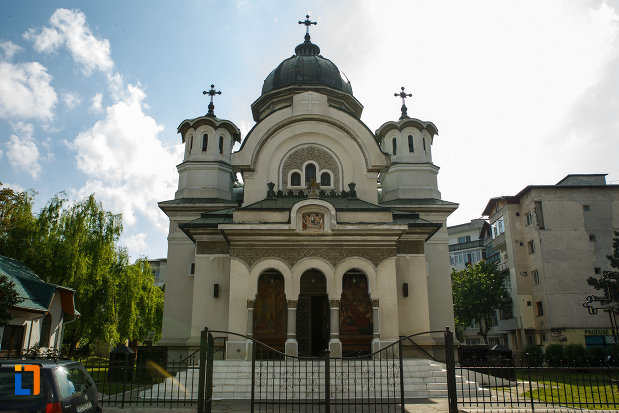 biserica-adormirea-maicii-domnului-din-dragasani-judetul-valcea.jpg