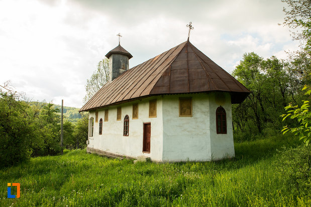 biserica-adormirea-maicii-domnului-din-lupoita-judetul-gorj-vazuta-din-spate.jpg