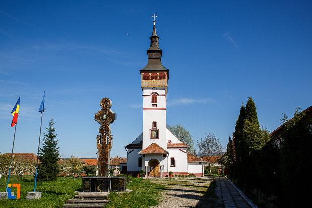 biserica-adormirea-maicii-domnului-din-orastie-judetul-hunedoara.jpg
