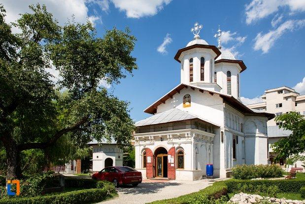biserica-adormirea-maicii-domnului-mavrodolu-din-pitesti-judetul-arges.jpg