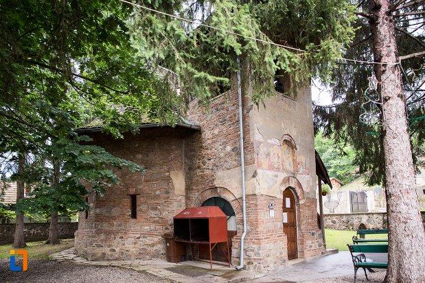 biserica-adormirea-maicii-domnului-olari-din-curtea-de-arges-judetul-arges-vazuta-din-lateral.jpg