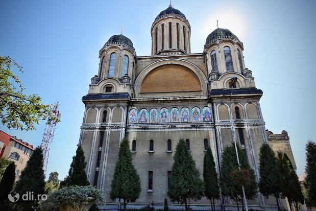biserica-adormirii-maicii-domnului-din-satu-mare-vedere-din-lateral.jpg