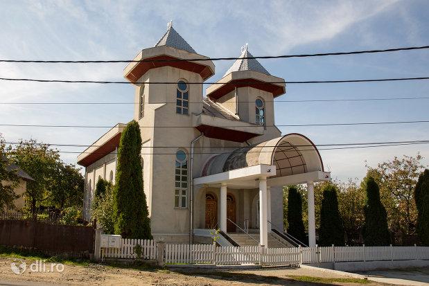 biserica-apostolica-crestina-din-baia-sprie-judetul-maramures-vedere-laterala.jpg