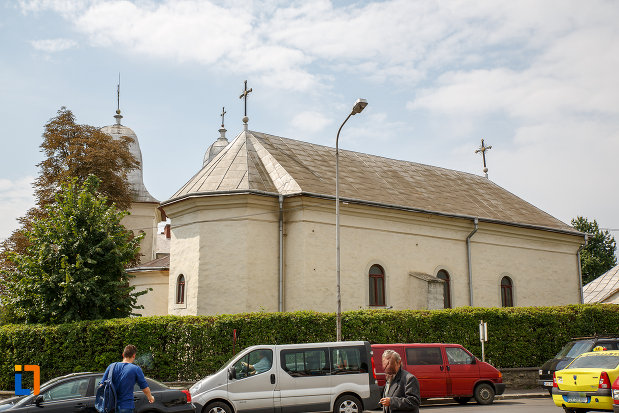 biserica-armeneasca-sf-cruce-1521-din-suceava-judetul-suceava-vazuta-din-lateral-spate.jpg