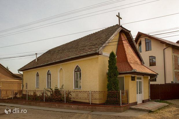 biserica-baptista-din-valea-lui-mihai-judetul-bihor-vedere-din-lateral.jpg