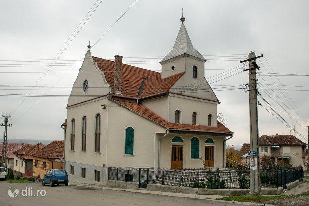biserica-baptista-maghiara-din-sarmasag-judetul-satu-mare.jpg