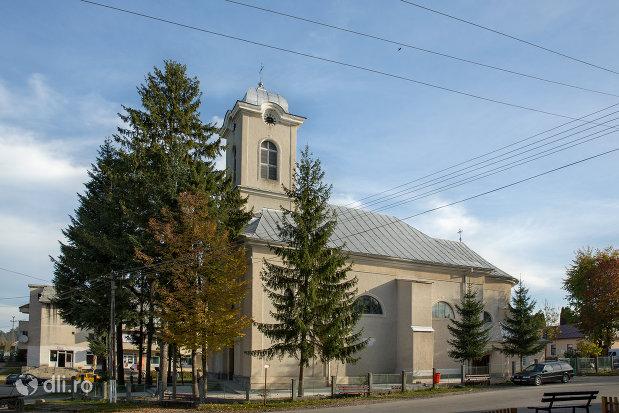 biserica-catolica-din-ocna-sugatag-judetul-maramures.jpg