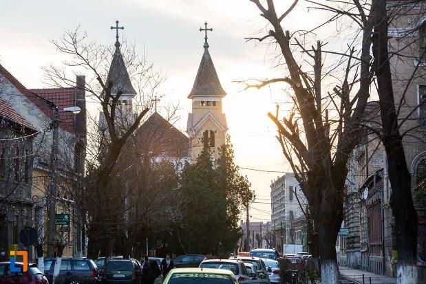 biserica-cu-doua-turnuri-din-arad-judetul-arad.jpg