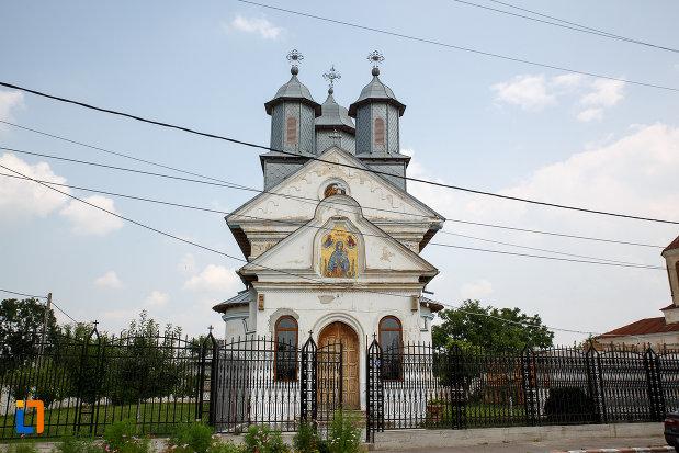 biserica-cuvioasa-paraschiva-1836-din-rosiorii-de-vede-judetul-teleorman-vazuta-din-fata.jpg
