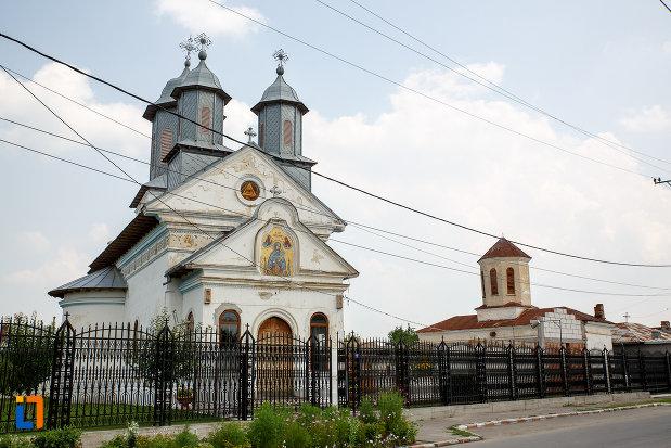 biserica-cuvioasa-paraschiva-1836-din-rosiorii-de-vede-judetul-teleorman-vazuta-din-lateral.jpg