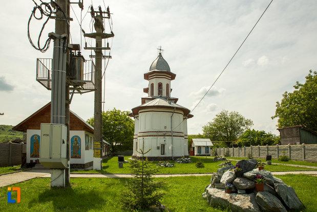 biserica-cuvioasa-paraschiva-din-bals-judetul-olt.jpg