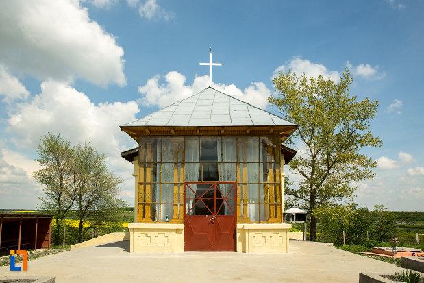 biserica-cuvioasa-paraschiva-din-ruscior-judetul-olt-vazuta-din-fata.jpg