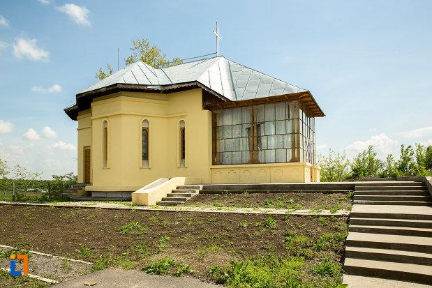 biserica-cuvioasa-paraschiva-din-ruscior-judetul-olt.jpg