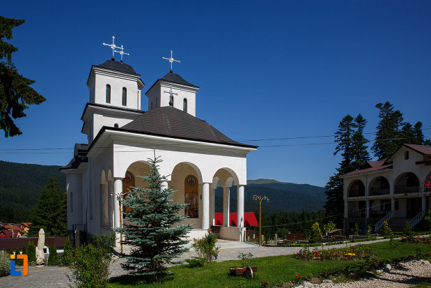 biserica-de-la-manastirea-caraiman-din-busteni-judetul-prahova.jpg
