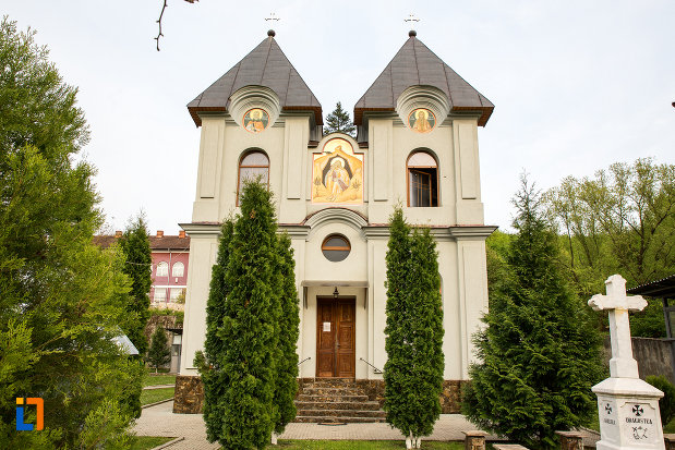 biserica-de-la-manastirea-godinova-din-bocsa-judetul-caras-severin.jpg
