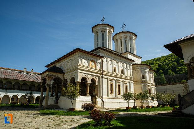 biserica-de-la-manastirea-hurezi-din-horezu-judetul-valcea.jpg