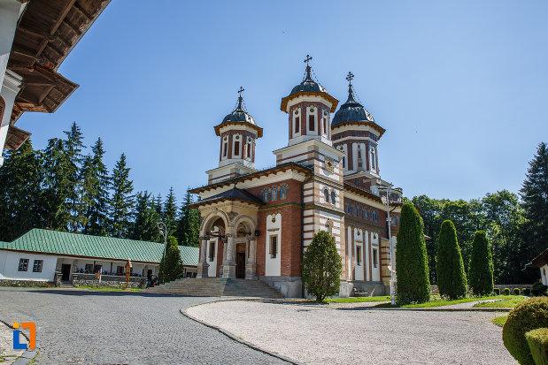 biserica-de-la-manastirea-sinaia-judetul-prahova.jpg