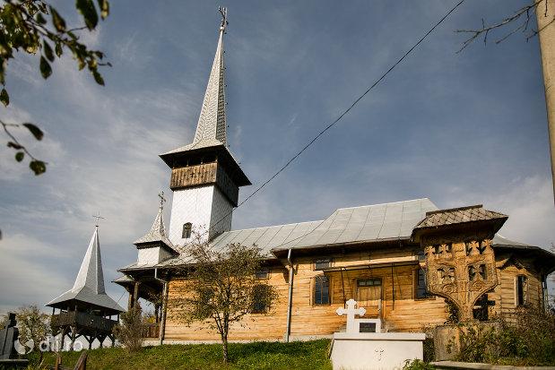 biserica-de-lemn-1992-din-barsana-judetul-maramures.jpg