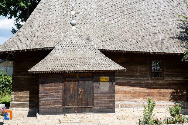 biserica-de-lemn-adormirea-maicii-domnului-din-dorohoi-judetul-botosani.jpg
