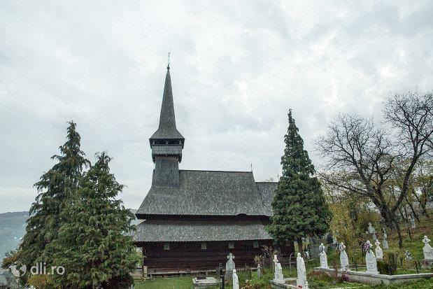 biserica-de-lemn-cuvioasa-paraschiva-din-poienile-izei-judetul-maramures.jpg
