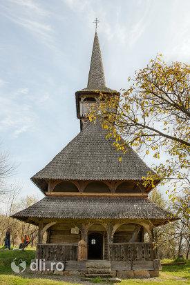 biserica-de-lemn-din-barsana-monument-istoric-judetul-maramures.jpg