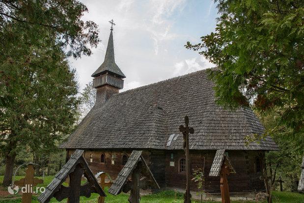 biserica-de-lemn-din-breb-judetul-maramures-vedere-din-spate.jpg