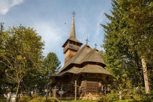 biserica-de-lemn-din-calinesti-judetul-maramures.jpg
