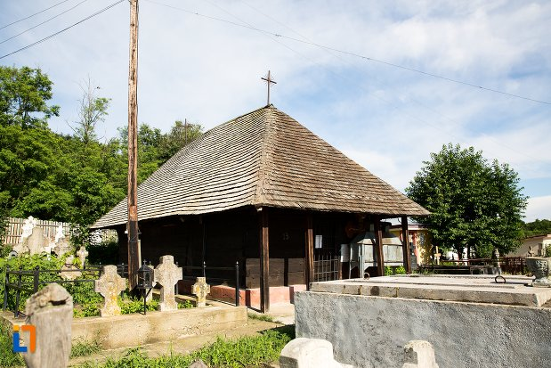 biserica-de-lemn-din-costesti-judetul-arges.jpg