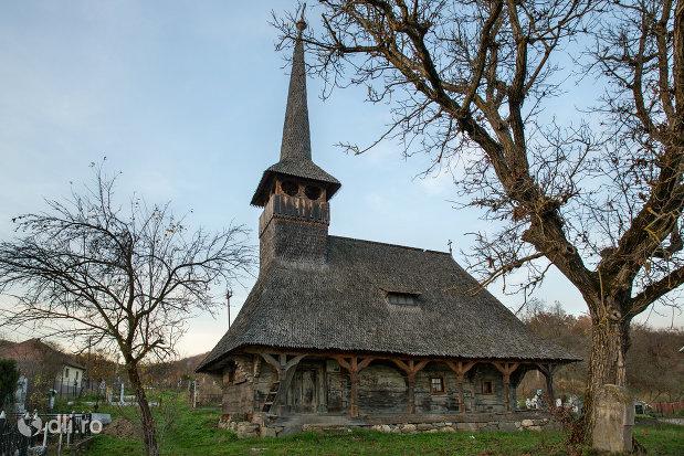 biserica-de-lemn-din-creaca-judetul-salaj-monument-istoric.jpg